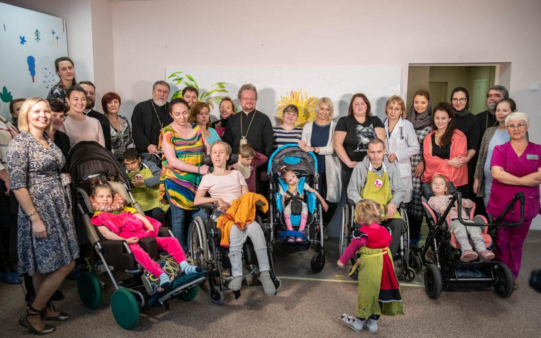 Епископ Выборгский и Приозерский Игнатий принял участие в проекте «Рисуем вместе» вместе с пациентами Детского хосписа Ленобласти