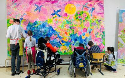 В рамках проекта «Рисуем вместе!» в детской городской больнице №22 г.Колпино маленькие пациенты написали картину «Павлин»
