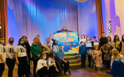 В рамках инклюзивного фестиваля «Веди. Фест» мы создали картину «Сказочный Петербург»