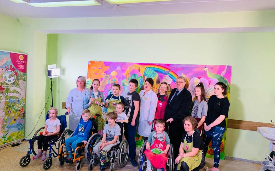 В рамках проекта «Рисуем вместе!» в детской городской больнице №22 г.Колпино дети создали картину в поддержку врачей