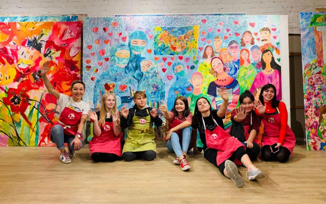 Ученики Творческой студии Валерии Лошак создали монументальную картину в благодарность врачам, борющимся с COVID-19. Проект поддержал городской Комитет по здравоохранению